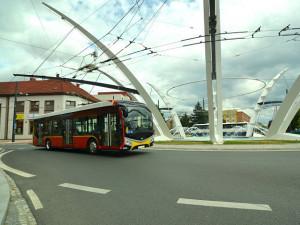 Hradecký kraj uspěl u ÚOHS a může uzavřít autobusový tendr za více než 7 miliard