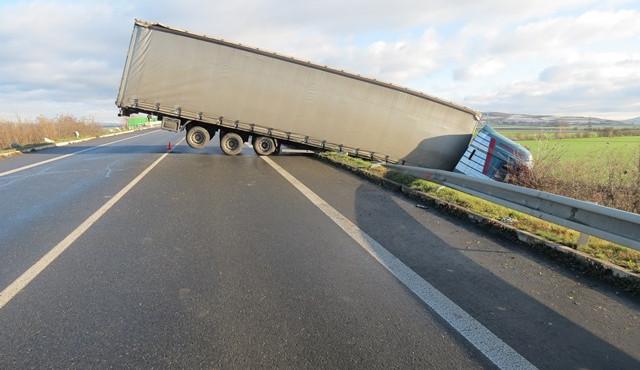 V Královehradeckém kraji hrozí na silnicích mrznoucí mlhy, řidiči by měli být na pozoru