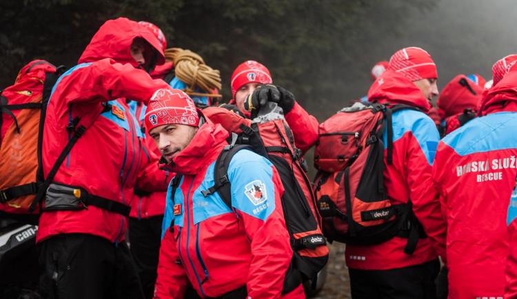 Horská služba v Krkonoších zvýšila lavinové nebezpečí na 2. stupeň