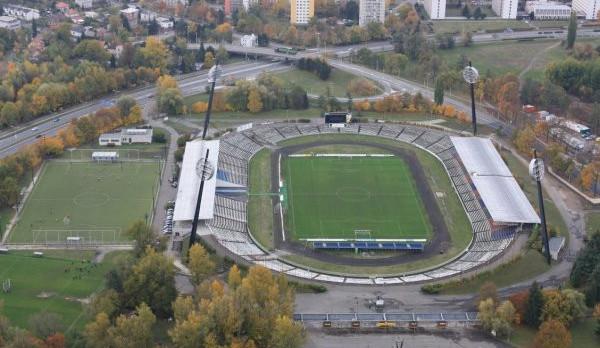 Na stavbu fotbalového stadionu letos radnice žádné peníze z rozpočtu nevyčlenila, stát má 740 milionů