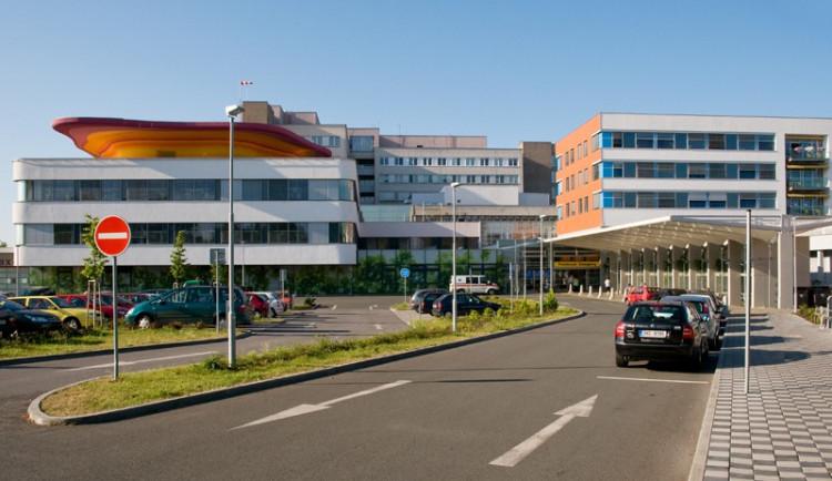 Nemocnice Kráhradeckého kraje zvýší mzdy o 6 % na víc než 42.000 korun