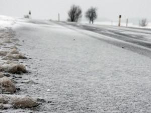 Silnice v Orlických horách pokryla námraza, řidiči musejí opatrně