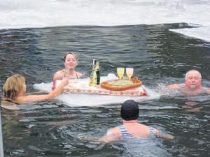 V  Novém Bydžově zahájili recesisté plážovou sezonu