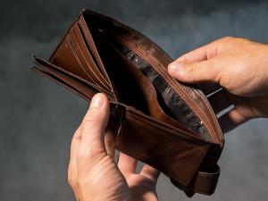 Chvilka nepozornosti stačila aby zloděj zpeněženky ukradl 6 tisíc korun