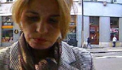Policie vHradci Králové pátrá po této ženě. Použila ukradenou kartu
