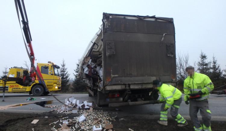 Dopravní nehoda kamionu u Jaroměře uzavřela silnici z Hradce Králové