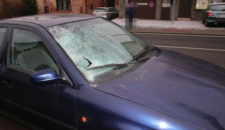 Tragická nehoda vNové Pace. Ženu na přechodu pro chodce srazilo auto