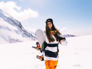 Podmínky pro lyžování se trochu zlepšily. Do skiareálů vyrazily tisíce lidí