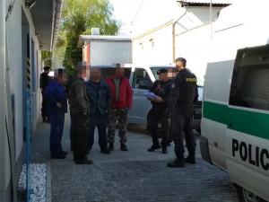Policie v Hradci Králové objevila několik nelegálně pracujících cizinců. Dva z nich měli padělané doklady