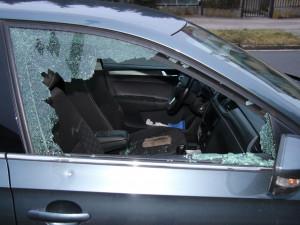 Policie dopadla zloděje, který v Hradci Králové vykrádal auta
