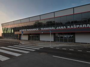 Vláda zakázala přímé lety z Česka do Číny. Pardubické letiště přijímá další opatření kvůli koronaviru