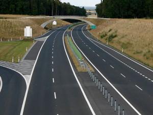 Stavba úseků dálnice D11 mezi Hradcem Králové a Jaroměří jde podle plánu