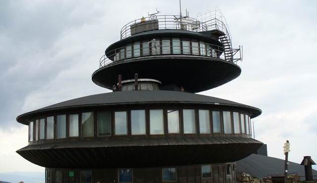Poláci opravili meteorologickou stanici. Na Sněžku můžete bez omezení ze všech stran