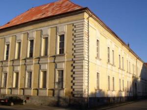 Část budov po sovětské armádě v Královéhradeckém kraji stále chátrá