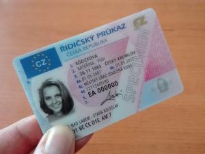 Výměna řidičáku v letošním roce nemine přes 13 tisíc šoférů na Hradecku