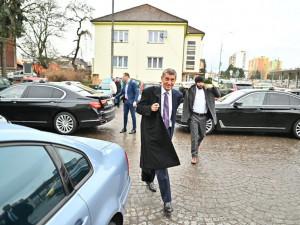 Premiéra Babiše vypískala při návštěvě kraje v Náchodě stovka lidí