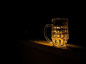 Policie vHradci Králové řeší krádež piva. Gurmán ho bral po sudech