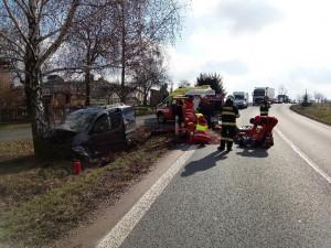 Kdopravní nehodě do Podbřezí letěl vrtulník. VJaroměři po srážce sautem zemřel chodec