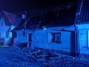 Během hodiny přišli o střechu nad hlavou. Lehla popelem