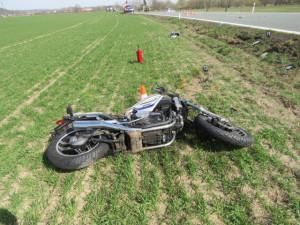Pěkné počasí vylákalo řidiče na motorku. Zemřel při nehodě