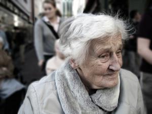 Domovy seniorů jsou v Královéhradeckém kraji zatím bez nákazy. V preventivní karanténě je osm členů personálu