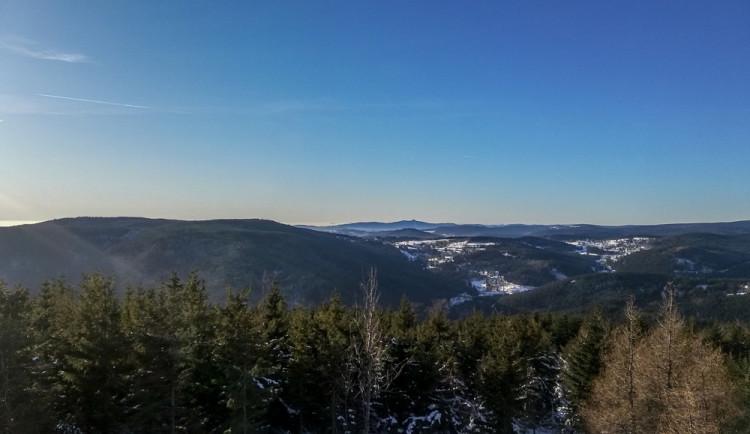Lavinové nebezpečí v Krkonoších neklesá, sníh je mokrý a hrozí stále laviny