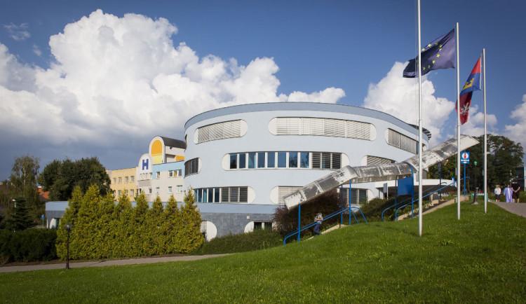 Stavba nemocnice Náchod nabere zpoždění. Kvůli uzavřeným hranicím chybí dělníci