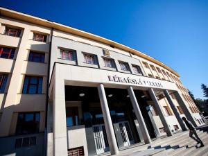 Vhradeckých azylových domech budou pomáhat studenti Univerzity Karlovy