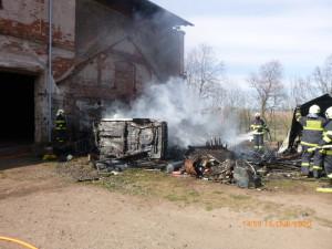 Sedm jednotek hasičů bojovalo spožárem kůlny na Náchodsku