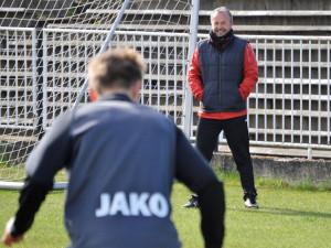 Omezené tréninky? I takové teď musí stačit, říká trenér FC Hradec Králové Frťala