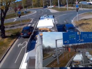 VIDEO: Hradec Králové opět natočil jízdu trolejbusu. Porovnal aktuální dopravu s tou v únoru