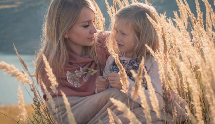 Na dnešek připadá Svátek matek. Přečtěte si, proč se slaví a jaká je jeho historie