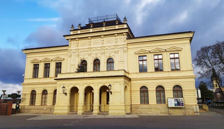 Ve Dvoře Králové obnovuje provoz Hankův dům. Městské muzeum, kino a mateřské školy se otevřou zítra