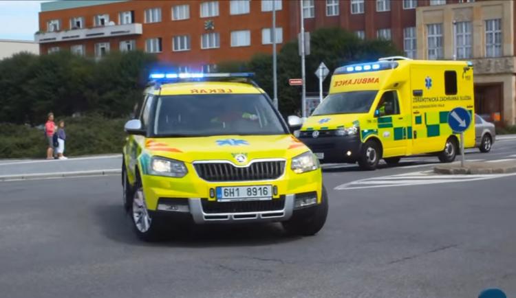 V pravé poledne se rozezní zvony a vozy záchranářů jako poděkování všem zdravotníkům