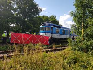 Za loňskou tragickou srážku auta s vlakem může řidička, ta na místě zemřela. Policie případ uzavřela