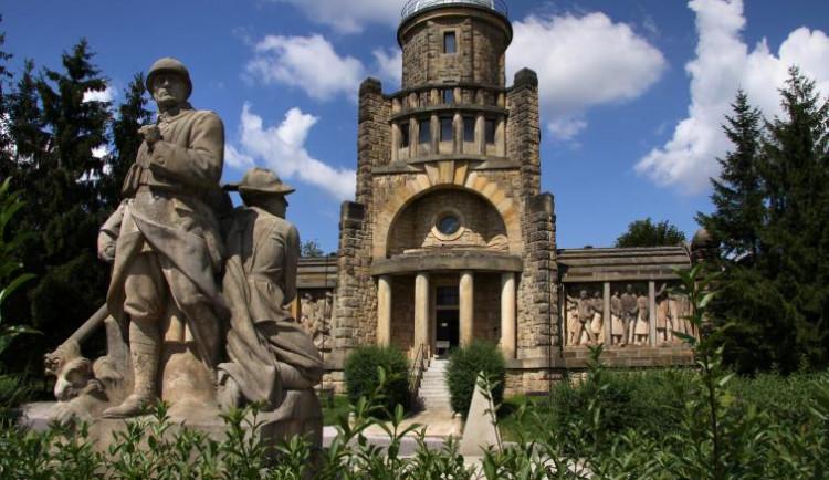 Koronavirus zastavil dostavbu Masarykovy věže v Hořicích