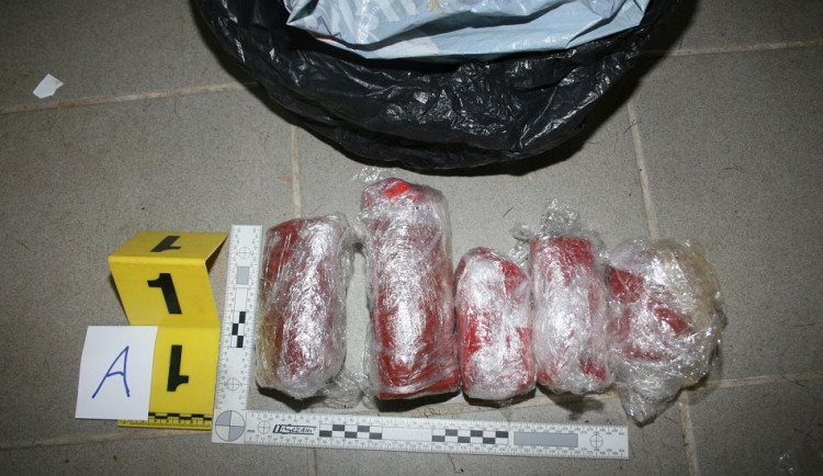 Trutnovská kriminálka našla u čtyř mužů desítky kilogramů trhavin