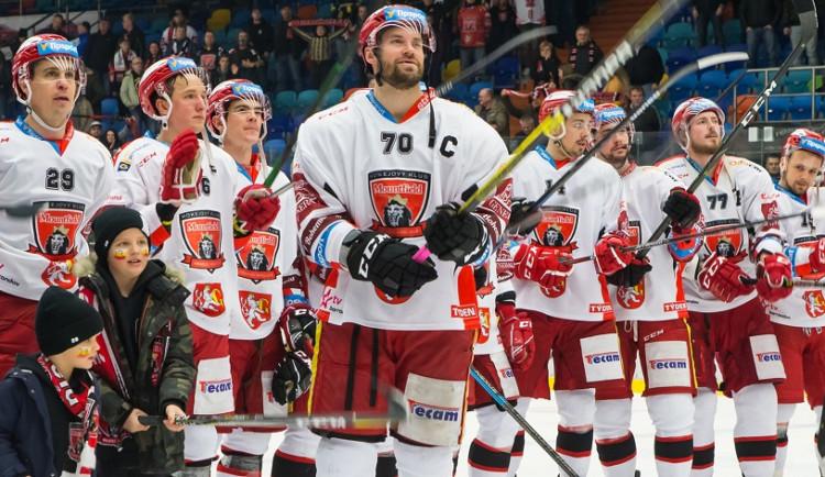 Dneškem končí aukce dresů hokejového Mountfieldu