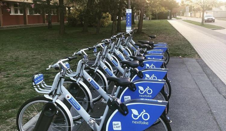Sdílená kola v Hradci Králové si za první týden půjčilo tisíc lidí
