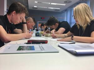 Podle ředitelů středních škol se letošní maturity příliš nezmění. Zpřísní se hygiena