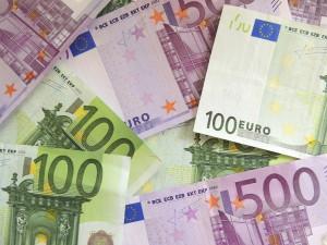 Podvodník si přišel na tisíce eur, teď po něm jde hospodářská kriminálka z Náchoda