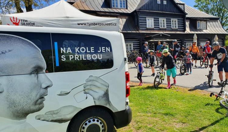 Projektu Na kole jen s přilbou je deset let. S cyklisty bude slavit napříč celou republikou