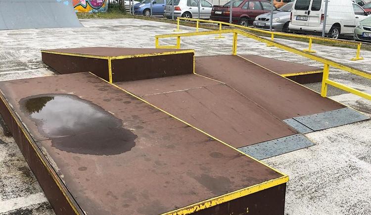 V Náchodě se bourá starý skatepark, pro milovníky skateboardů a koloběžek vznikne nový areál