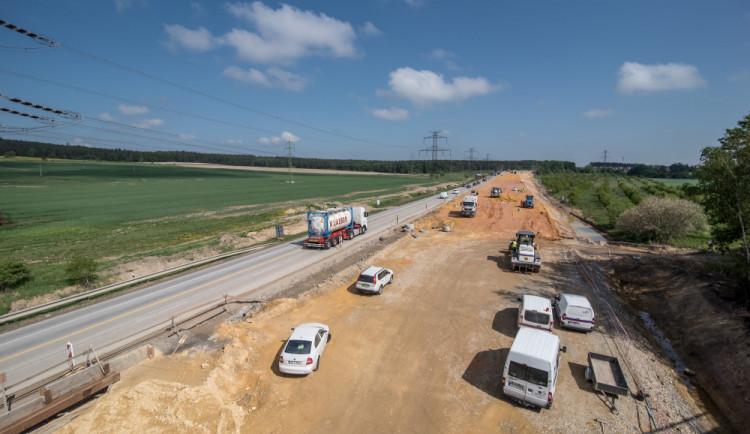 Nová D11 z Hradce Králové do Jaroměře otevře o půl roku dřív. Rychlejší bude i stavba D35