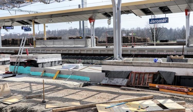Na cestující čeká kvůli opravě nádraží v Jaroměři rozsáhlá výluka