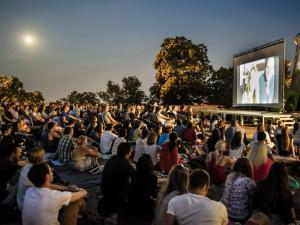 Dnes začíná promítat letní kino v Hradci Králové. Kdy se otevře to vaše?