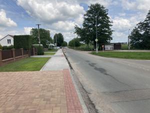 Spojovací ulice v Hradci Králové má nové chodníky. Pokud se podaří získat peníze, opraví se i silnice
