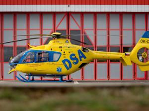 Letecká záchranná služba v Hradci Králové oslaví třicet let odsunutou vernisáží