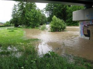AKTUÁLNĚ: Silný déšť zaplavuje na Jičínsku sklepy. Hasiči mají pohotovost