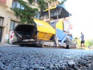 Radnice v Hradci letos nechá opravit chodníky a silnice za více než 25 milionů